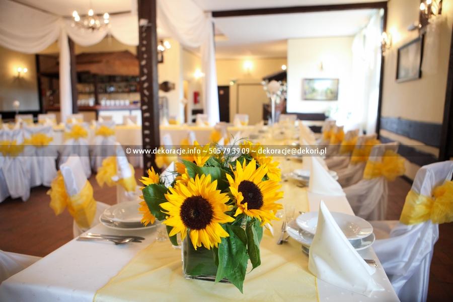 żółta dekoracja na sali w Bojanie