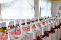 białe pokrowce na krzesła Rumia