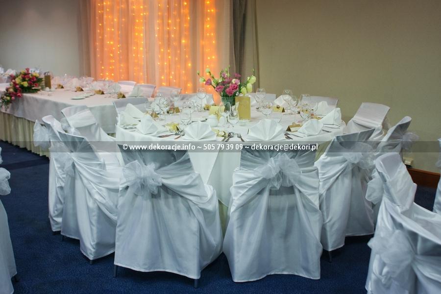 dekoracja krzeseł na sali