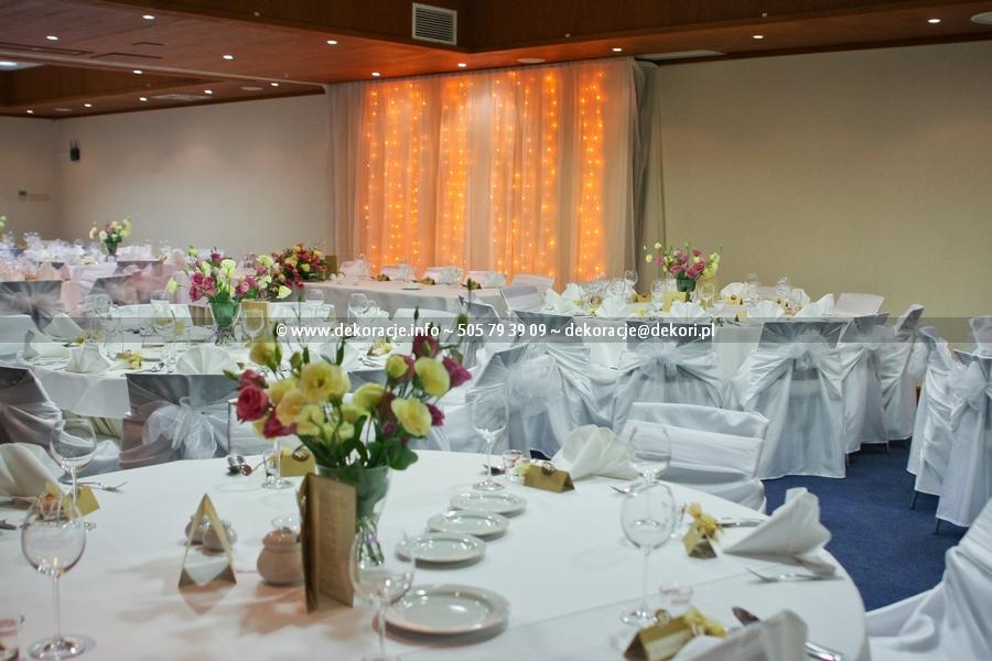 pokrowce na krzesła na ślub
