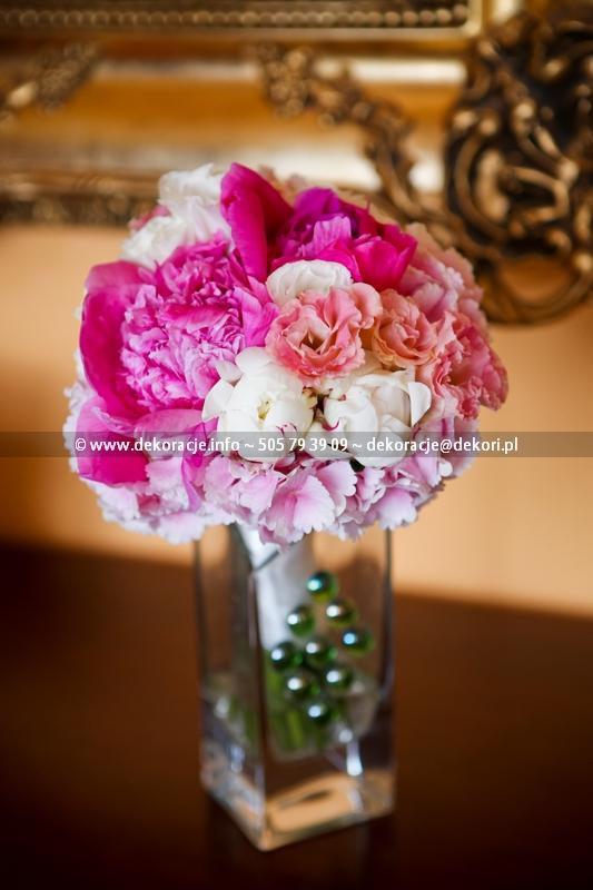rozowe kwiaty dla panny młodej