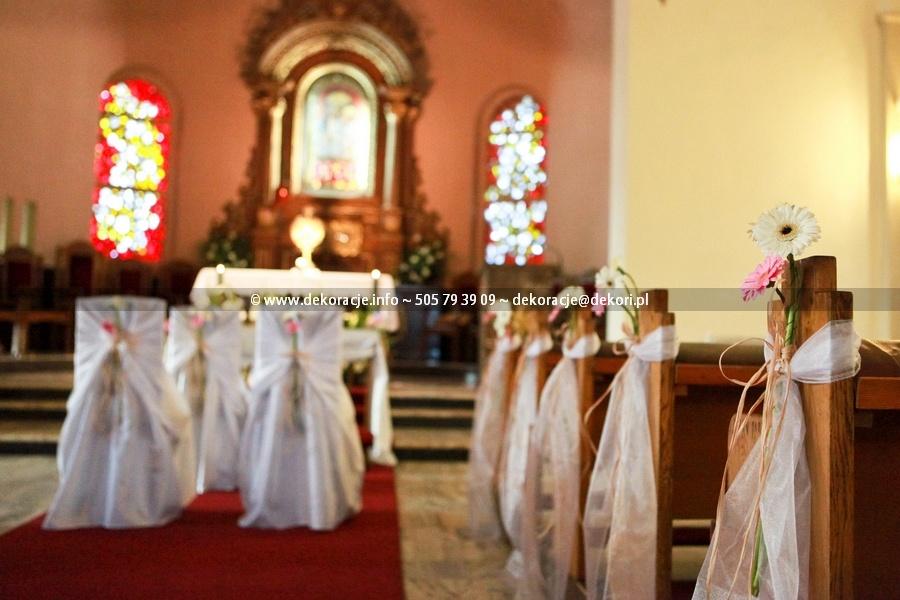 dekoracje w kościele na ślub w Gdyni