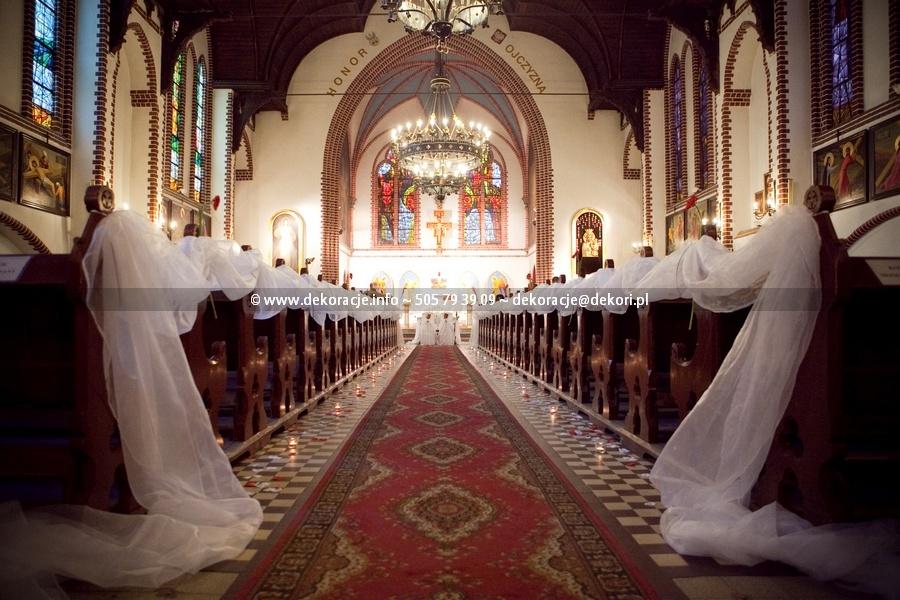 ślubna dekoracja w kościele Sopot
