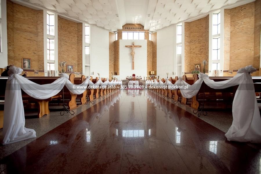 dekoracje ślubne w kościele w Gdyni na Witominie