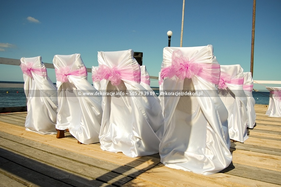 pokrowce na krzesła ślub plener