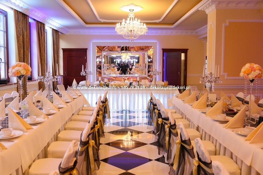 dekoracja sali w pałacu Rodowie